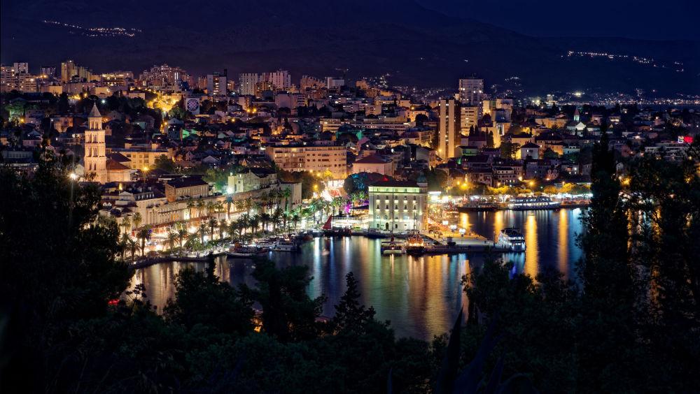 Вид на ночной Сплит, Хорватия