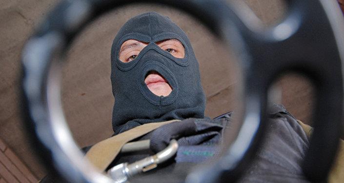 Жазаларды орындау бойынша арнаулы жасақ бөлімінің қызметкері