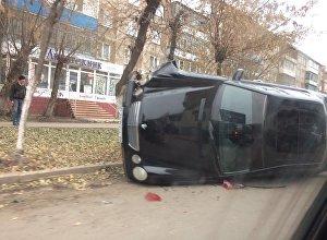 Mercedes опрокинулся в центре Петропавловска