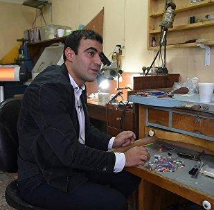 Армян дизайнерлері қарындаштан әшекей бұйымдар жасайды