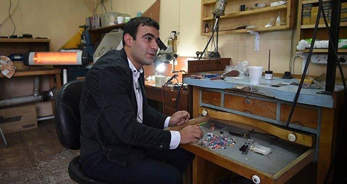 Как армянские дизайнеры превратили карандаши в аксессуары