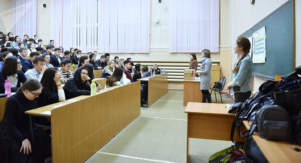 Студенттер, архивтегі фото
