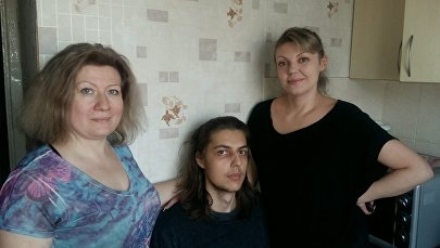Андрей Моисеев анасы Анна Моисеева және көршісі Наталья Кисарь