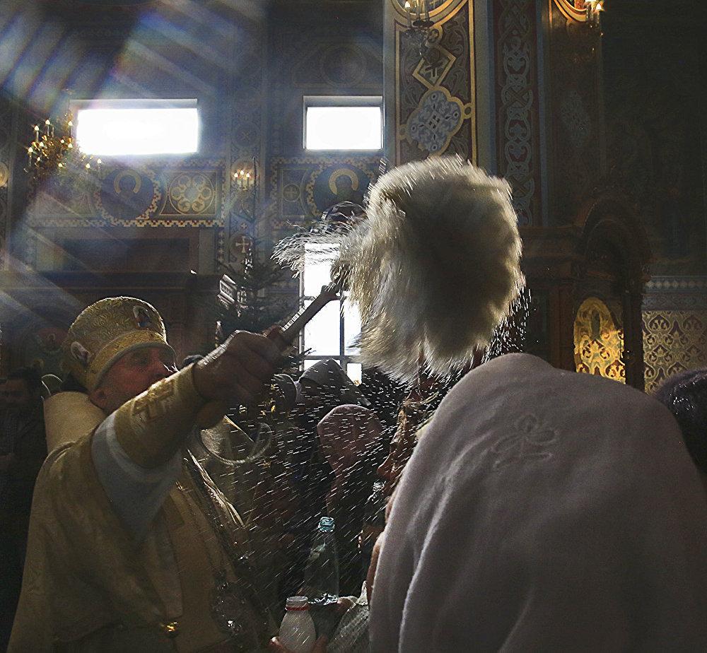 Крещенская служба в храме
