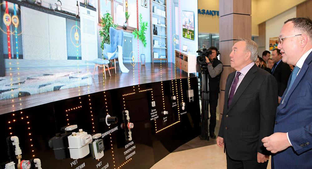 """Назарбаев Қазақстандағы алғашқы """"ақылды"""" қалаға барды"""