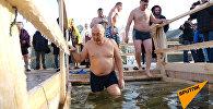 Астанчане штурмуют прорубь на реке Есиль в праздник Крещения