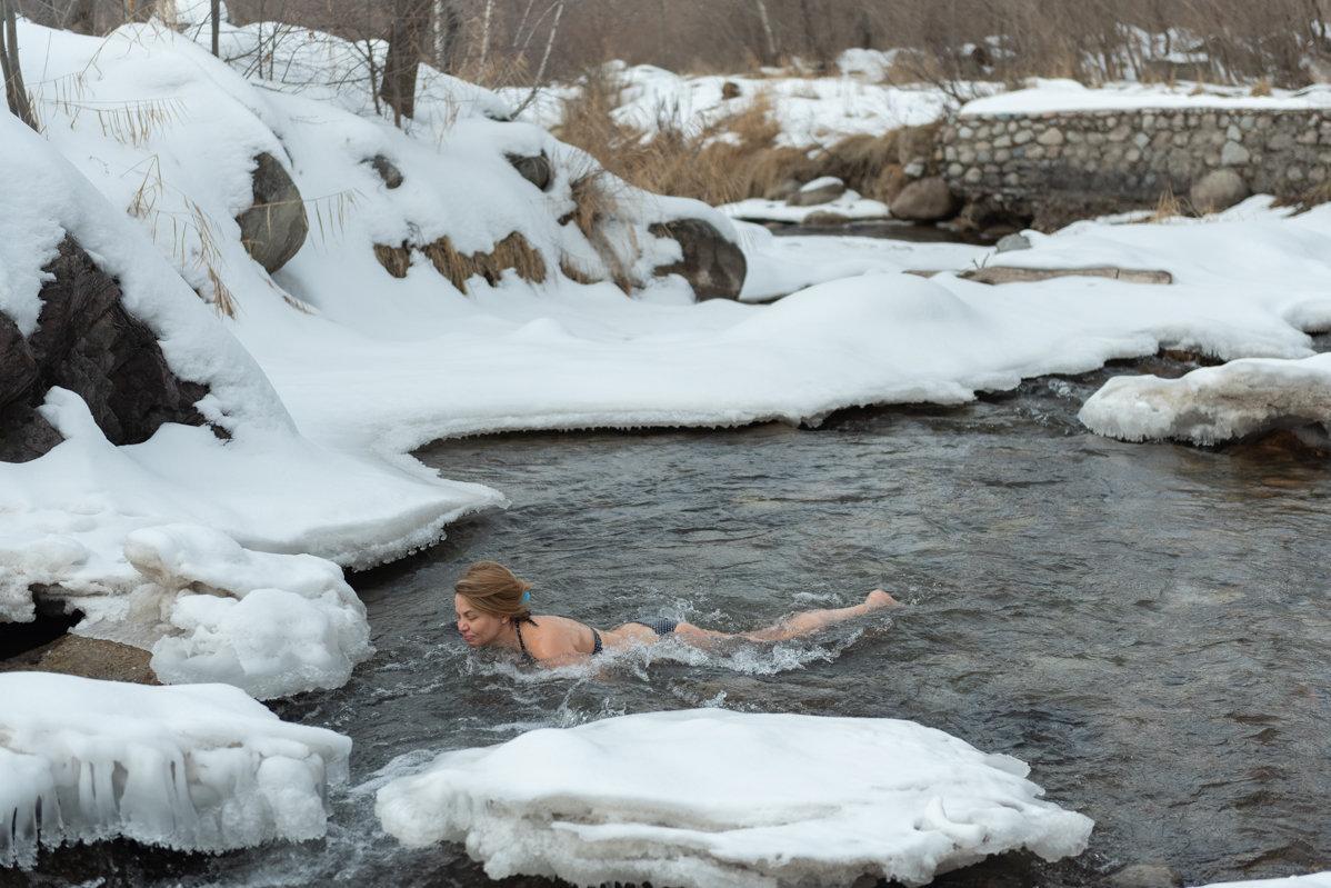 Крещенские купания в Бутаковском ущелье близ Алматы