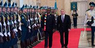 Президент Зимбабве Эммерсон Мнангагва и глава Казахстана Нурсултан Назарбаев во время встречи в Акорде