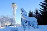 Астана. Виды города. Композиция Волк на бульваре Нуржол. Байтерек