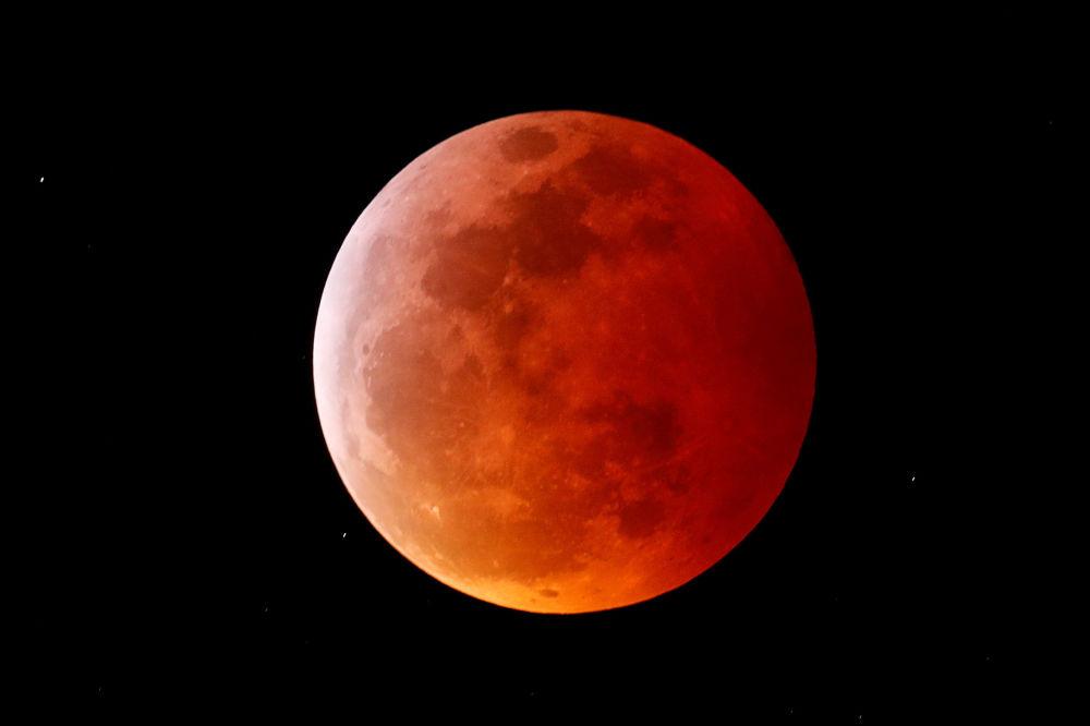 Полное лунное затмение в Калифорнии