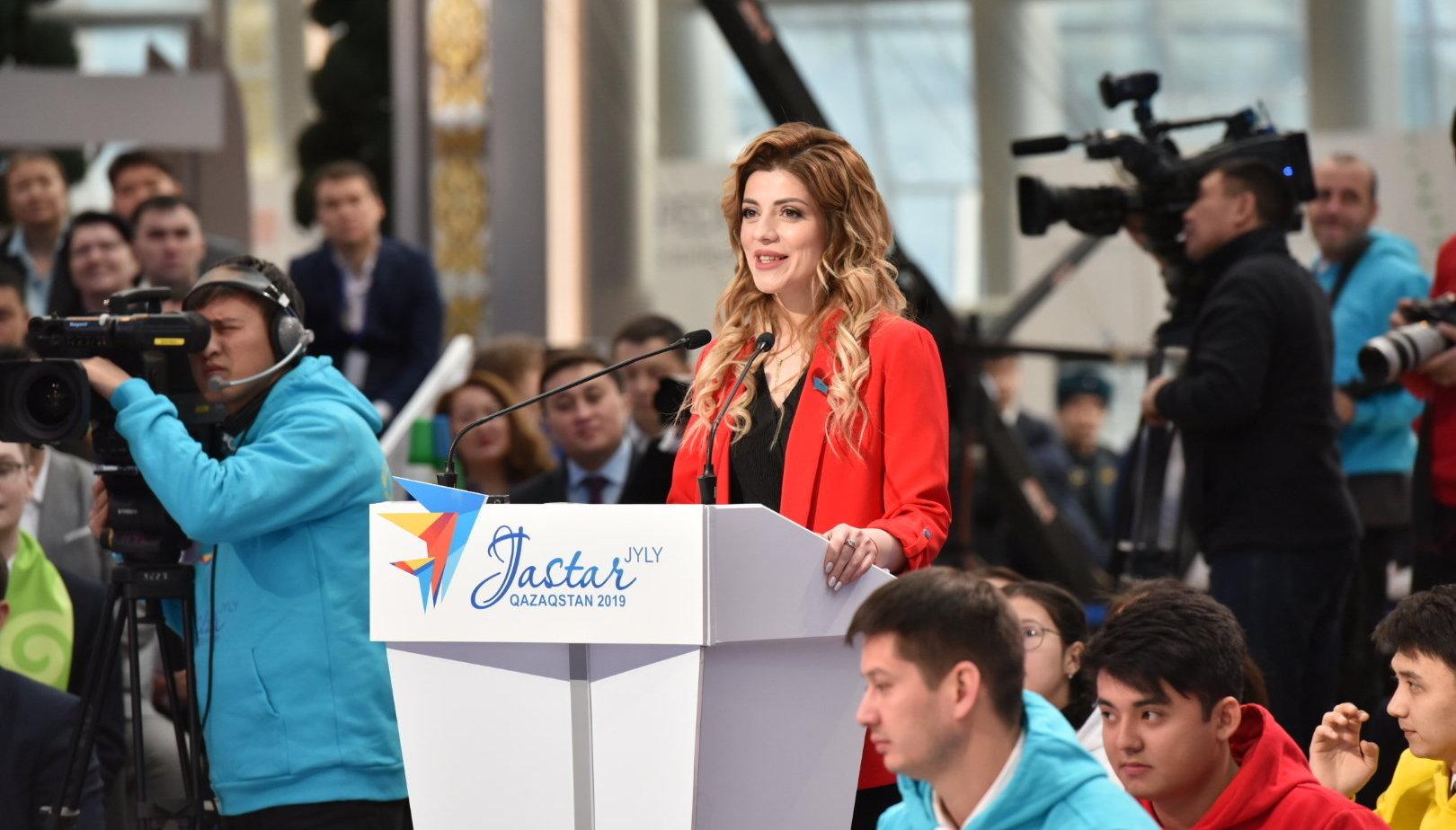 Тамила Розметова, 27-летний фермер, рассказала президенту, что пять лет управляет племенным хозяйством Сарайшык