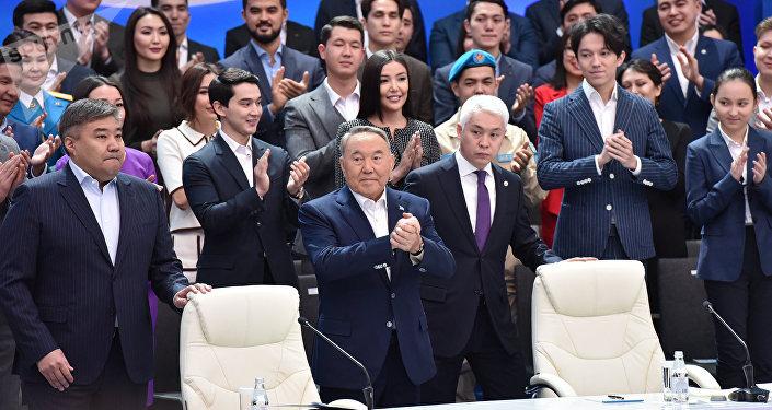 Нурсултан Назарбаев во время церемония открытия Года молодежи Тәуелсіздіктің ұрпақтары