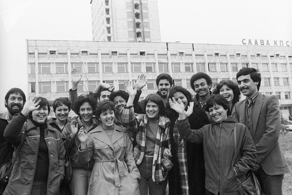 Кубинские студенты, обучающиеся в Казахском государственном университете имени С.М. Кирова (ныне Казахский национальный университет имени аль-Фараби), архивное фото