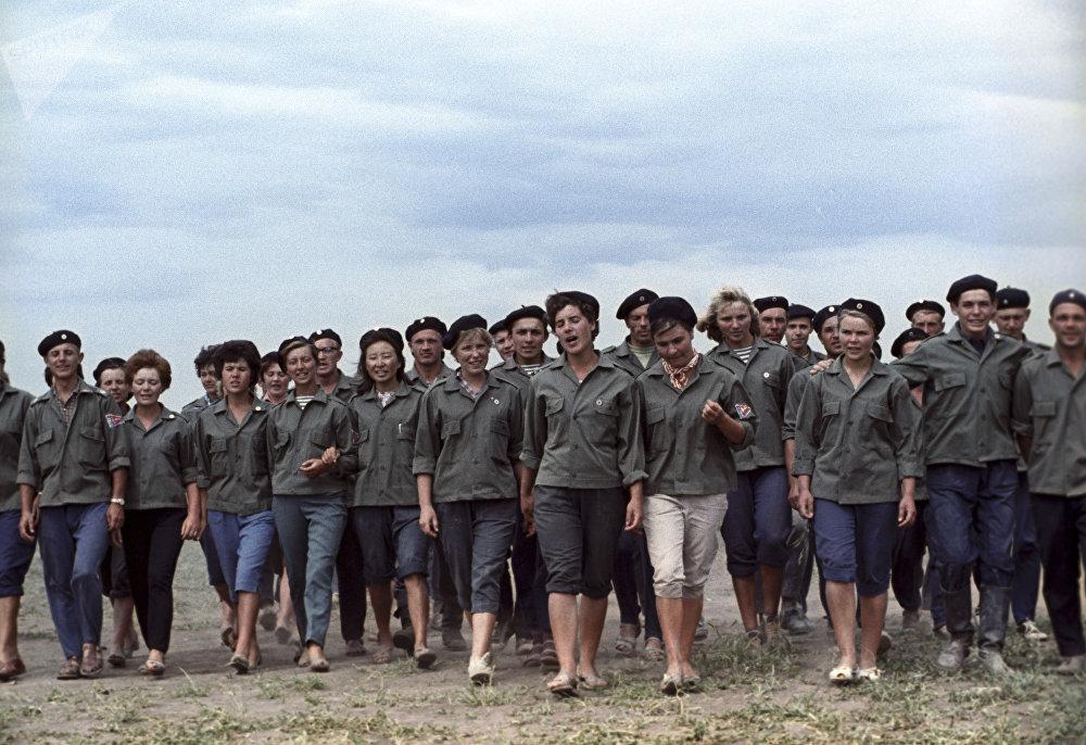 Студенческий отряд 70-х в совхозе Ижевский, Вишневский (Аршалынский) район, архивное фото