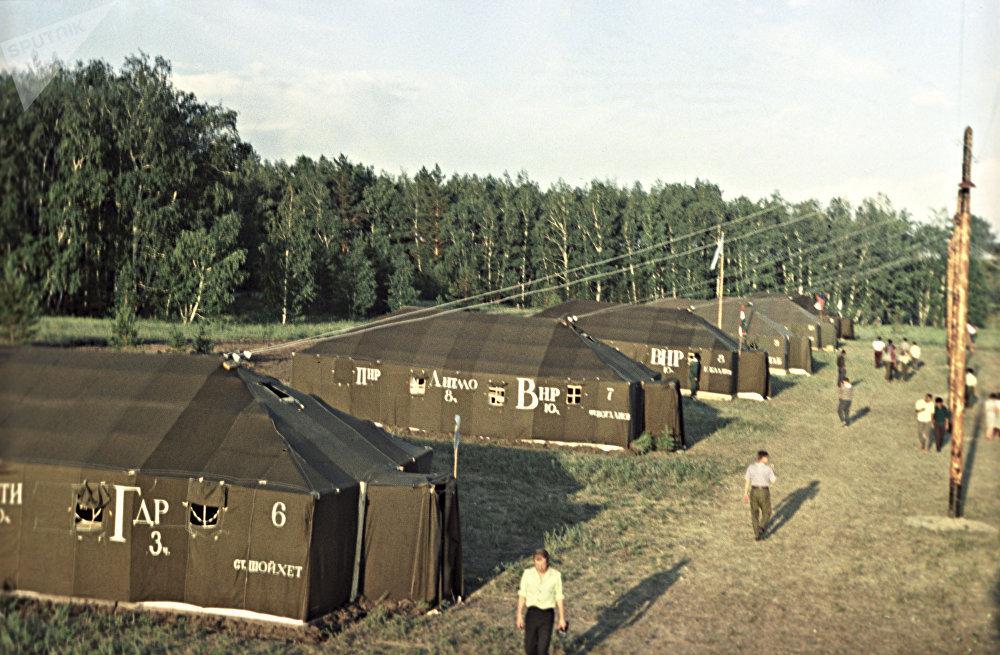 Палаточный лагерь Международного студенческого строительного отряда в Казахстане, архивное фото