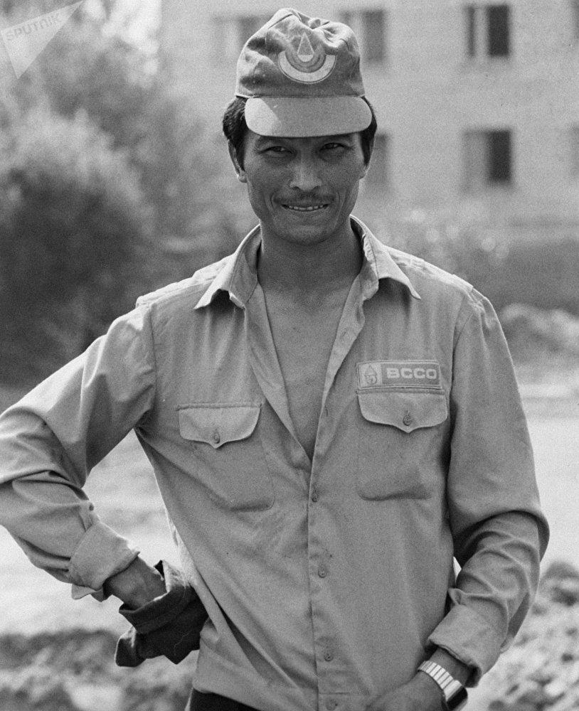 Студент из Казахстана Жантас Бижанов - боец студенческого интернационального стройотряда-85, архивное фото