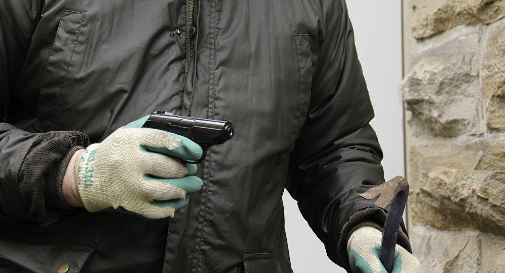 В Сеть попало видео ограбления букмекерской конторы в Алматы (ВИДЕО)