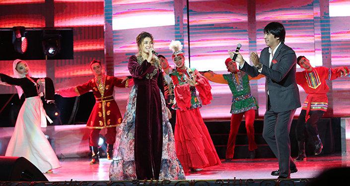 Беркут и Аиша на юбилейной церемонии вручения национальной премии Алтын Жүрек