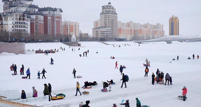 Астана, виды города. Набережная реки Ишим