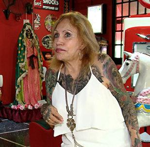 87-летняя аргентинка за год покрыла все тело татуировками
