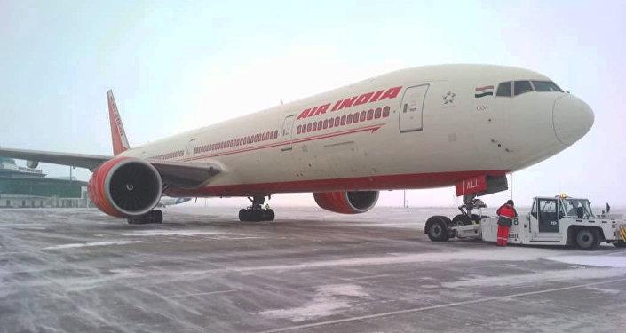 Самолет авиакомпании Air India совершил экстренную посадку в Астане