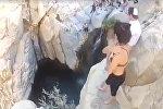 Девушка ныряет в воду с отвесных скал - видео