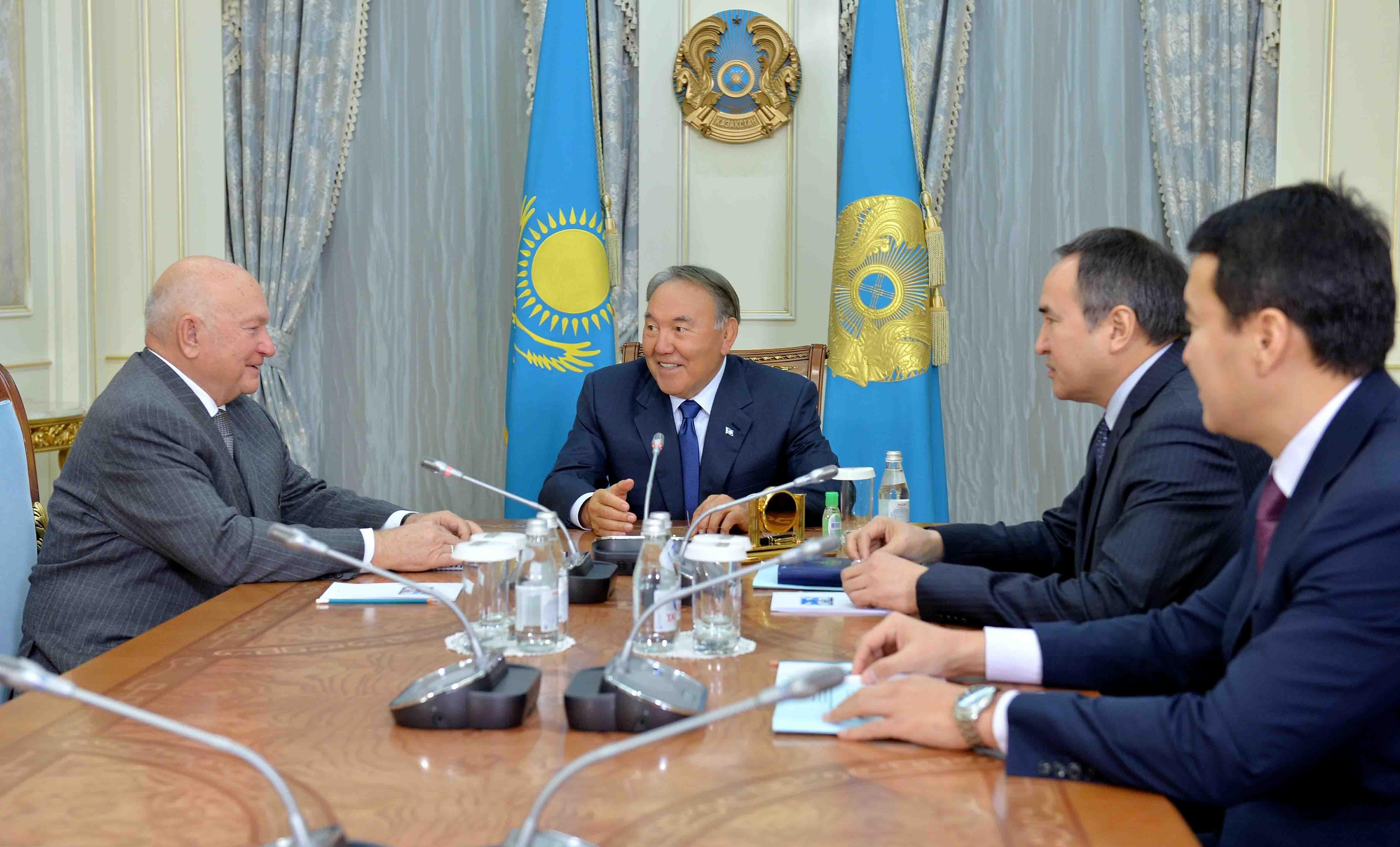 Президент Казахстана Нурсултан Назарбаев и экс-мэр Москвы Юрий Лужков