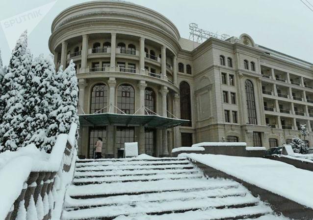 Алматы засыпало снегом в день приезда премьеров