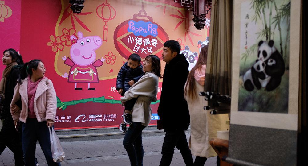 Изображение Свинки Пеппы на улицах Китая