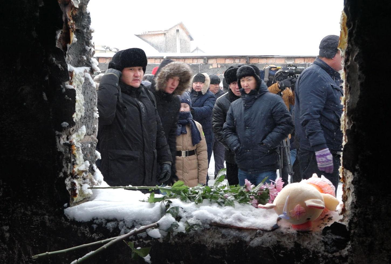 Похороны 5 девочек, погибших при пожаре в Астане