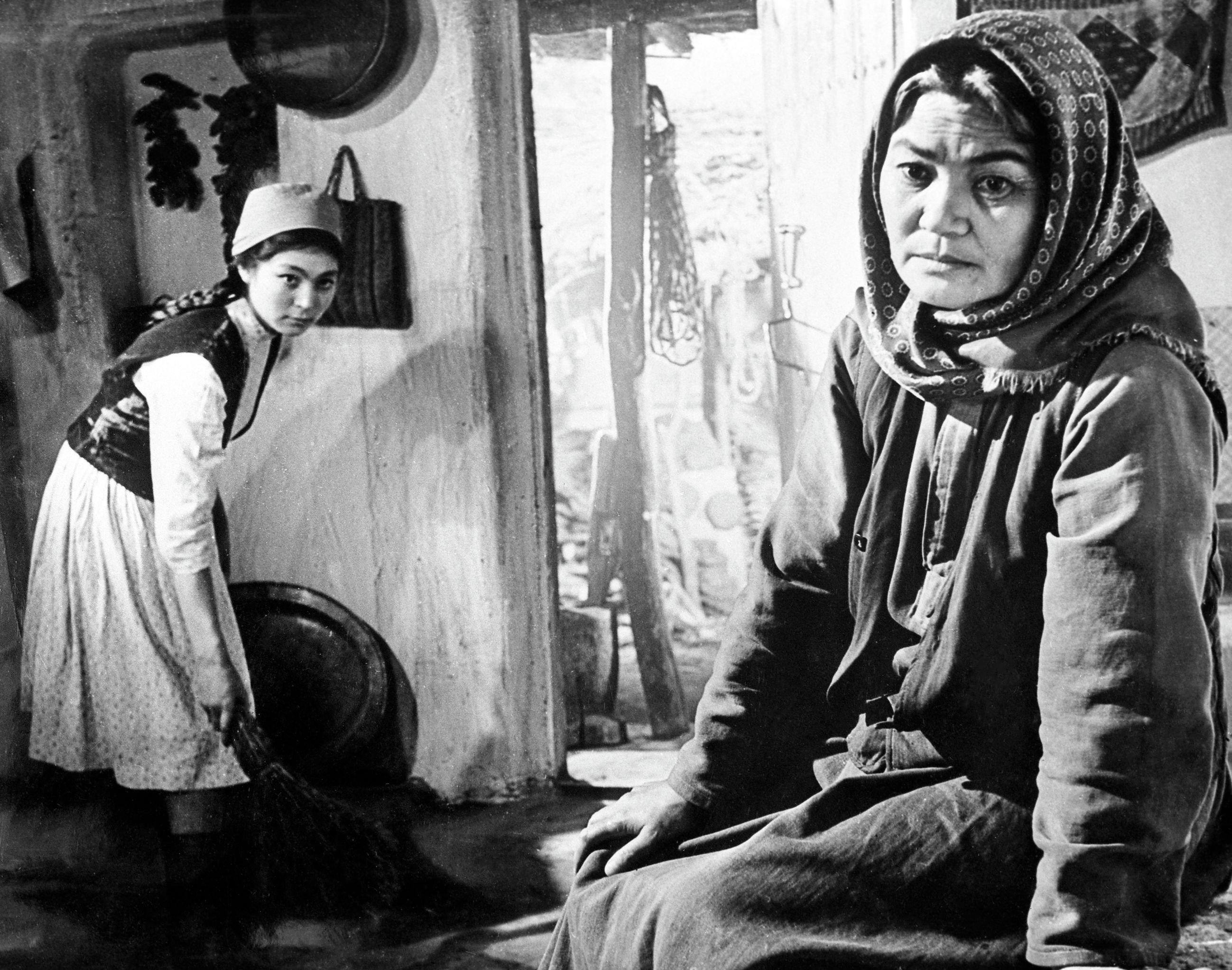 1963 жылы түсірілген Ана туралы аңыз фильмі. Әмина Өмірзақова ана рөлін сомдады