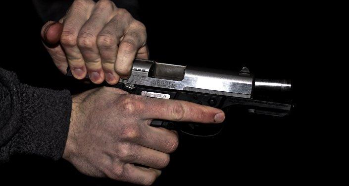Вооруженный человек
