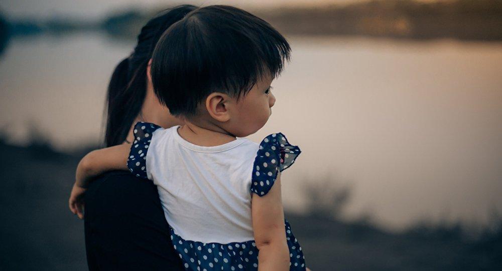 Женщина и ребенок, архивное фото