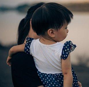 Женщина и ребенок, иллюстративное фото