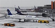 Архивное фото самолетов авиакомпании Air Astana (на первом плане)