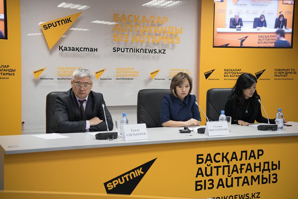 Участники пресс-конференции, посвященной Всемирному дню борьбы с инсультом