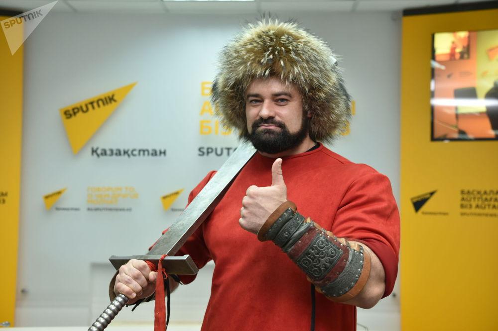 Четырехкратный рекордсмен мира по силовым номерам Сергей Цырульников