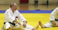 Владимир Путин во время тренировки по дзюдо в спортивно-тренировочном комплексе Юг-Спорт