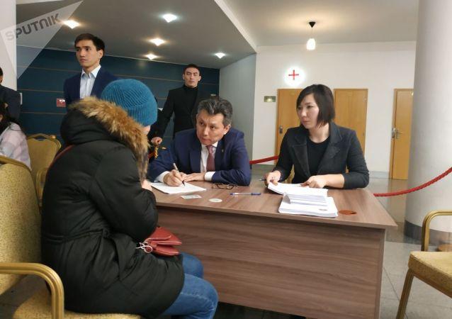 Аким Астаны Бахыт Султанов ведет прием граждан