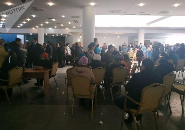 Люди, желающие попасть на прием к акиму