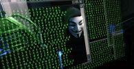 Человек в маске за компьютером, иллюстративное фото