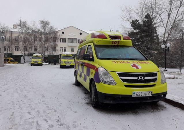 Полиция, скорая и пожарные дежурят у концертного зала Астана