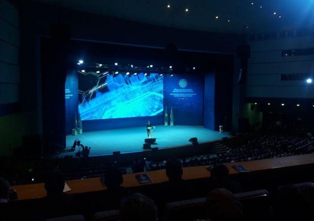 Отчетная встреча с акимом Астаны началась  Первым свое выступление начал первый заместитель премьер-Министра Казахстана Аскар Мамин