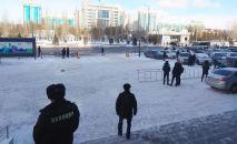 Полиция оцепила дорогу в районе Казмедиацентра