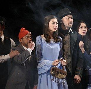 Қалибек Қуанышбаев театрындағы қойылым кезінде түсірілген сурет