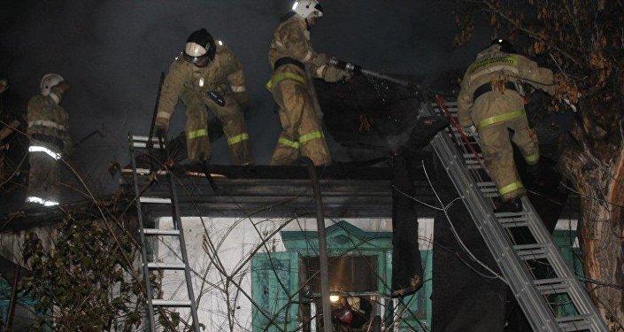 Архивное фото пожара в частном доме
