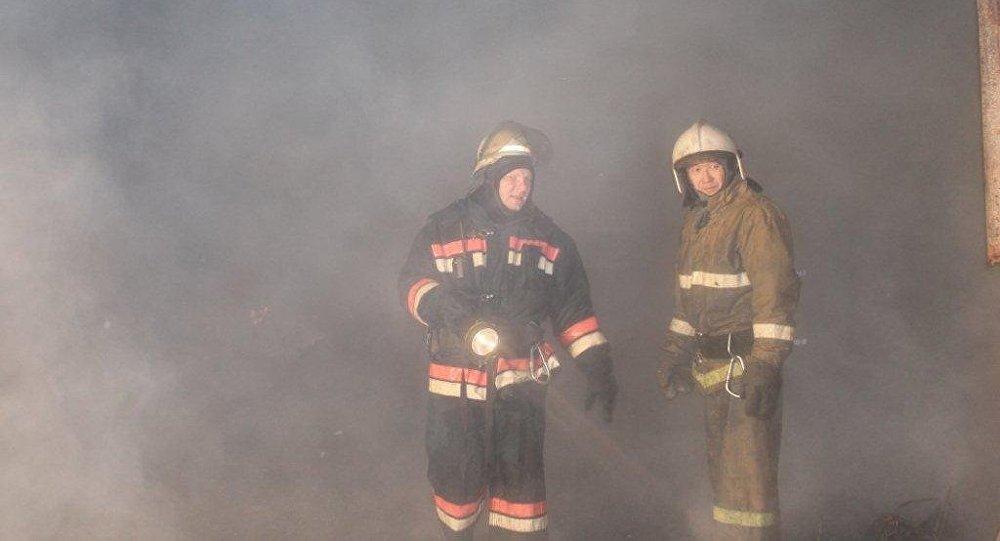 63 пожарных тушили склад в Усть-Каменогорске