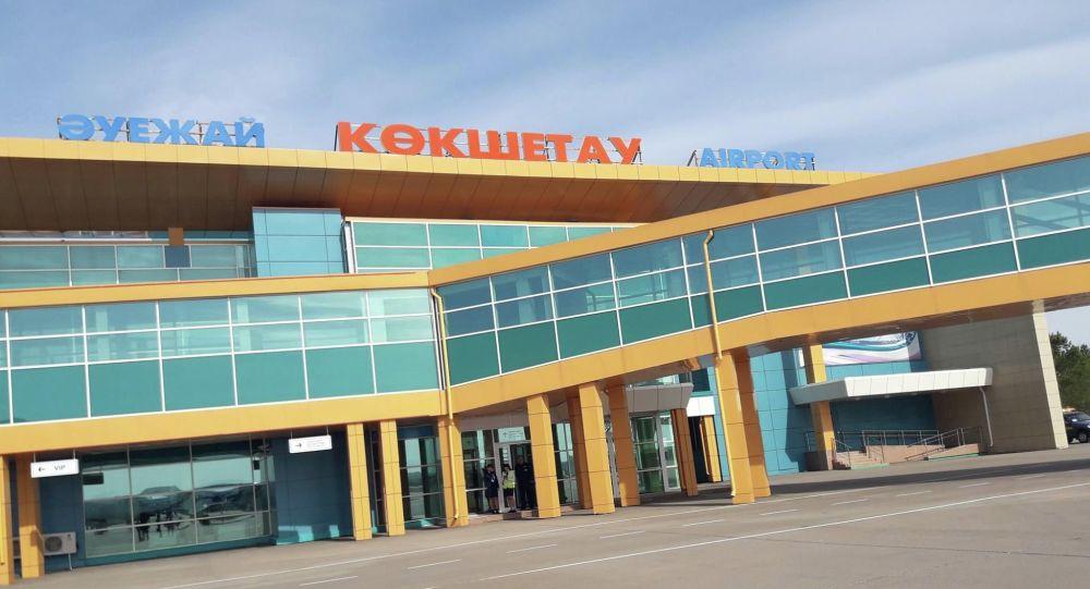 Надпись Кокшетау на здании аэропорта