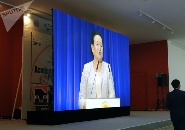 Галия Атбасова поблагодарила президента за внимание к многодетным семьям на XVIII съезде партии Нур Отан