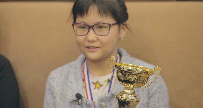 Шахматистке из Казахстана Бибисаре Асаубаевой вручили квартиру в Москве